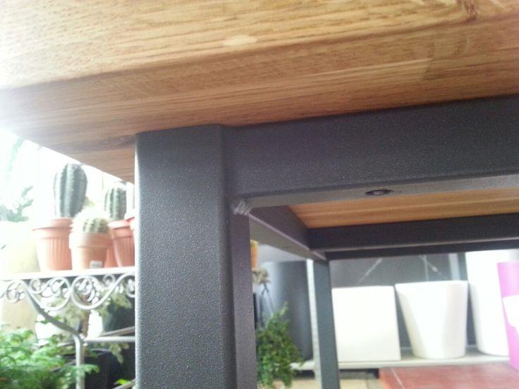 Обеденный стол. Каркас из металла, полимерная краска, дубовая столешница, 40 мм, покрыта натуральным маслом.