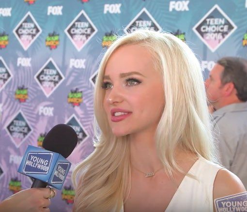 Who can't WAIT to see @DoveCameron in #HairsprayLive? We caught up w/ her at #TeenChoice! https://www.youtube.com/watch?v=NLXmsxR60EA …