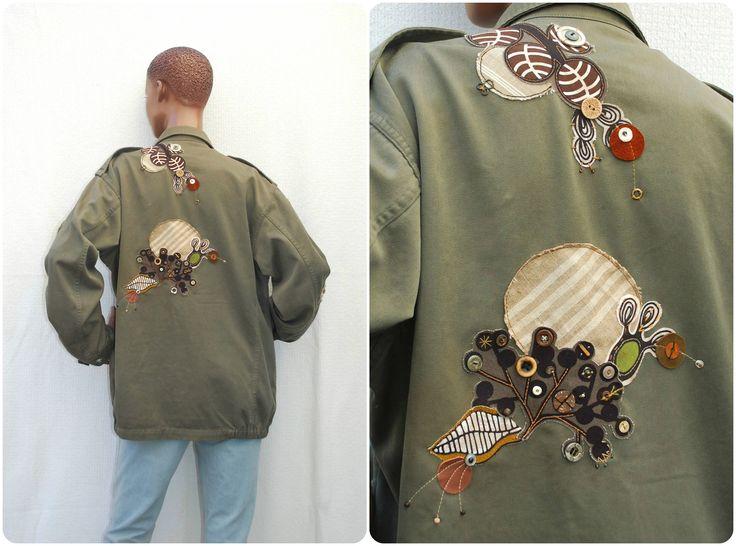 Dans ma boutique #etsy : L'Aventurière - Veste militaire customisée, veste treillis brodée taille L  #recyclage #upcycling #vestecustomisee #modeecologique #vestekakifemme