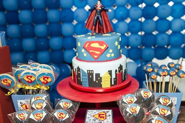 Superman Themed Birthday Party. Simple cake topper