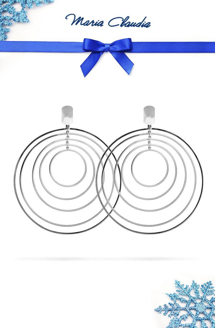 Si avvicina la notte dei desideri, dei buoni propositi per l'anno nuovo e dei bilanci dei risultati ottenuti. Arriva la notte dei Movimenti! Un buon 2016 a tutti voi #movimenti #mariaclaudia #gioielli #jewels #orecchini #earrings #christmas #natale