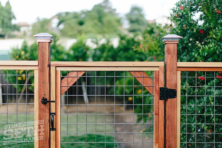 This fence style is one I've been wanting to build for a while. When the opportunity came up to build one for somebody, I was eager to get started. I had built a custom chicken coop for the…