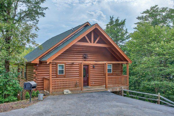 Bear Essence Luxury 2 Bedroom Pigeon Forge Cabin Rental Pigeon Forge Cabin Rentals Cabin Rentals Lakeside Cabin