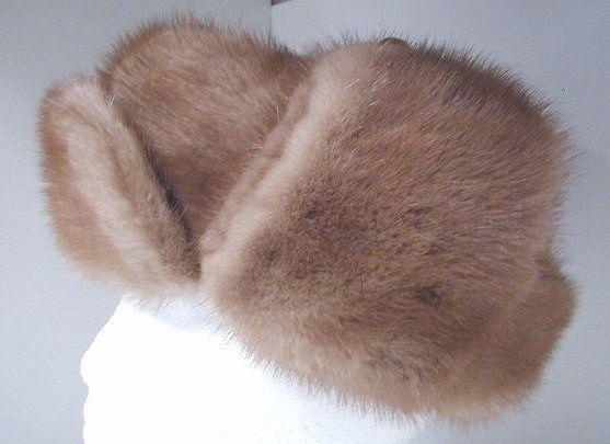 Mink fur hat. Chapeau de fourrure en vison.