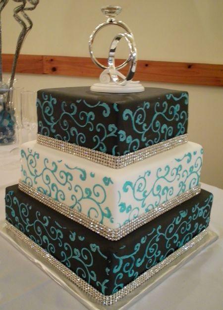 Hiasan berbentuk batik pada kue.