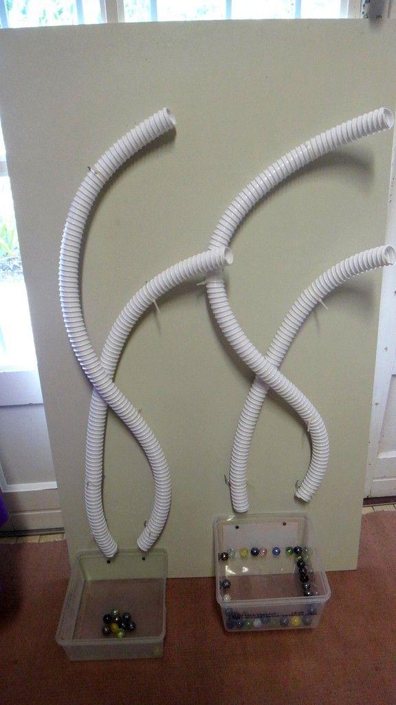 Voici les 2 nouveautés dans ma classe : un circuit à billes et un étendoir à linge « maison » :-) chez Mimi