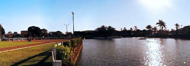 Ponta Porã - tem sua malha urbana unificada à cidade de Pedro Juan Caballero, capital do Departamento de Amambay, no Paraguai. O símbolo da cidade é uma cuia de chimarrão e outra de tereré, que representa a integração das duas culturas.