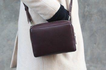 #СУПЕР НИЗКАЯ ЦЕНА для такой вещи)🖒🖒🖒 количество ОГРАНИЧЕНО! Сумочка #кросбоди из натуральной #кожи коричневобордового цвета на ремешке, который регулируется. Внутри маленький кармашек на молнии. #Сумочка держит форму.  #сумкакросбоди #сумкакожаная #сумки #бордо #сумкачерезплечо #купикласснуюсумку #веснапришла #москва #народ #sale #скидки