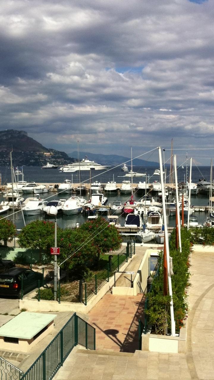 Abrahimovic..il solito esagerato.. La barca monstre...elicottero annesso... Sono un po ' geloso o non dovrei??!!??