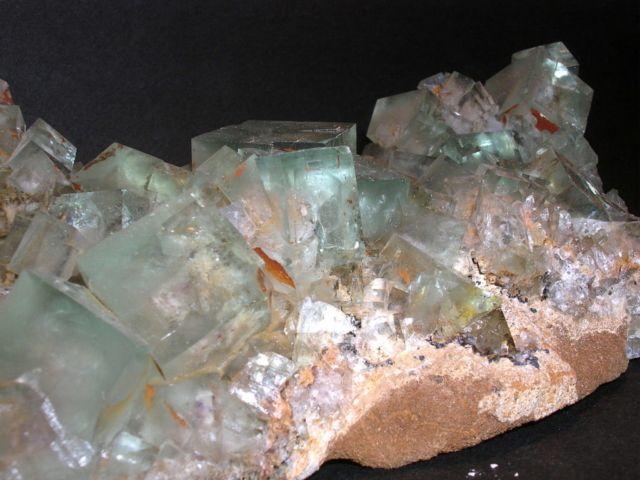 MINERALI - MINERALS Fluorite verde Prov. Hunan – CINA DIMENSIONI 12x7x5 cm DIM. CRISTALLI 20-22 mm