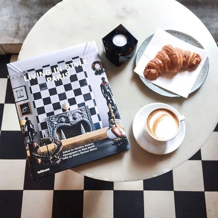 God lørdag  Velkommen innom oss nyt en kopp kaffe og en god bok fra @eskeinterior #kolonialenbislett #kaffe #coffee #livinginstyleparis #croissant #french #restaurantoslo #bislett #sthanshaugen av kolonialen_ http://ift.tt/1oz8EGh