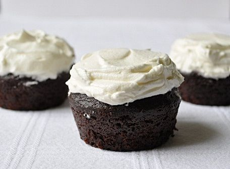 Suzie Q Cupcakes. Please click on the photo, then click once more in Yumgoggle to get to this delicious recipe =)