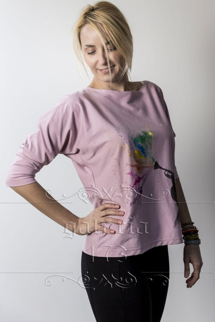 Bluza   Sunete Colorate, model unicat, realizata si pictata manual. Compozitie:   Bumbac 100%. Marime universala.