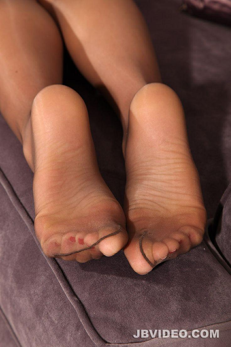 nylon feet picture