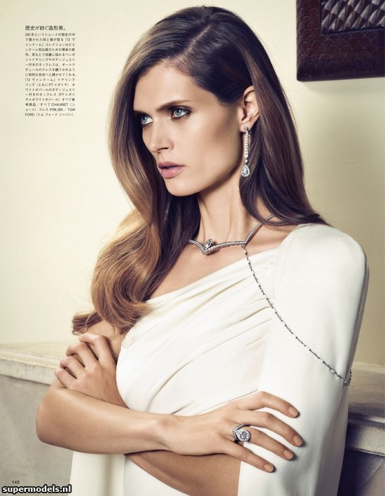 Malgosia Bela in 'Mystery In Jewels' - Photographed by Sonia Sieff (Vogue Japan November 2012)    Complete shoot after the click...