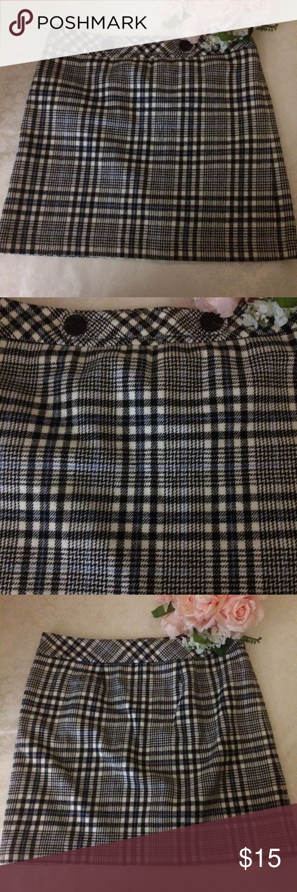 Ann Taylor Petites Skirt Size 12P Ann Taylor Plaid Petites Skirt Size 12P Fully Lined. Cute front button detail. Ann Taylor Skirts A-Line or Full