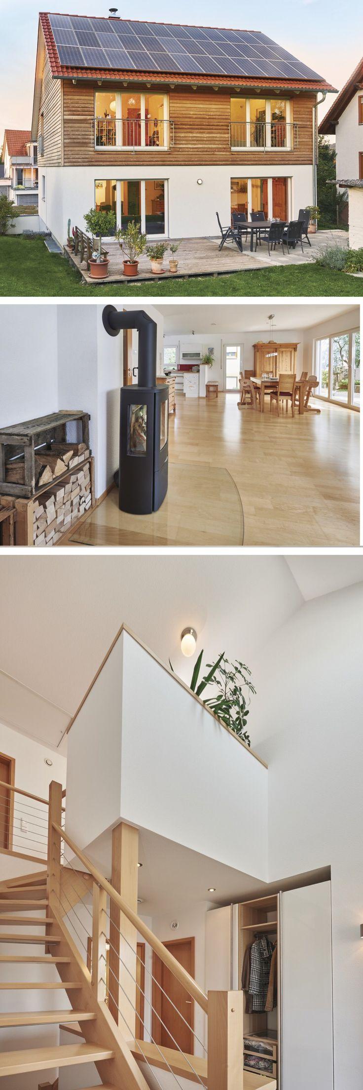 Einfamilienhaus Neubau mit Schrägdacharchitektur, Holzfassade & Kamin – Hausbau