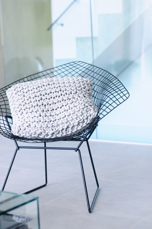 17 best images about bertoia diamond chair on pinterest in the garden ottomans and wire chair. Black Bedroom Furniture Sets. Home Design Ideas
