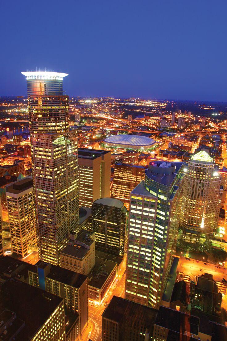 Minneapolis Skyline at Night Photo Credit: Bruce Challgren/ MEET Minneapolis