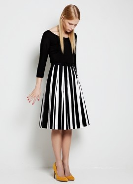 This black & white Marimekko dress is perfect for all times of year and all occasions, but I would like to have one to wear this Christmas.