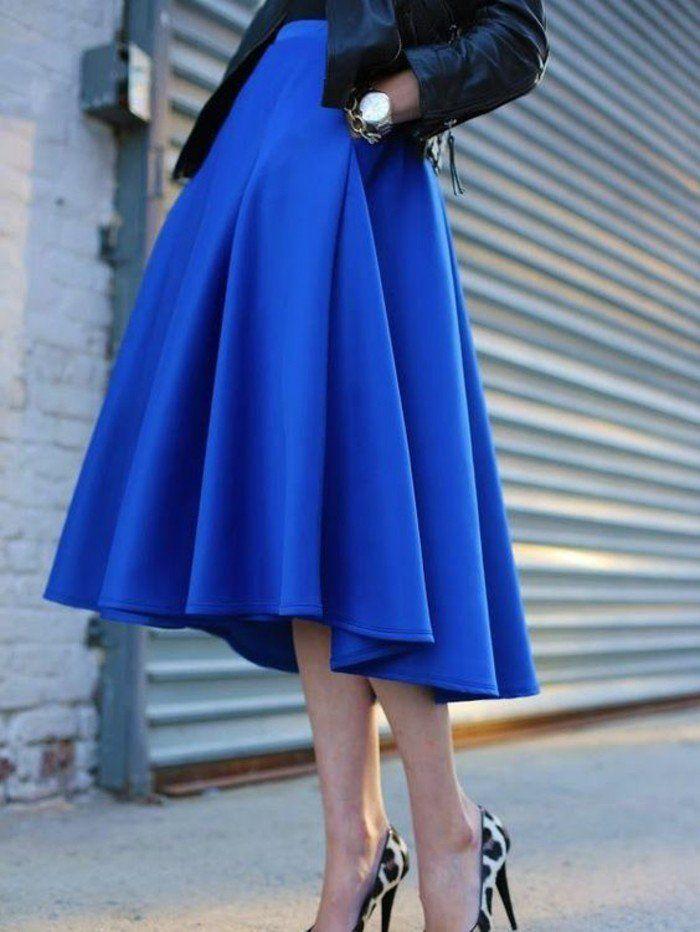 jupe-taille-haute-évasée-en-bleu-royal