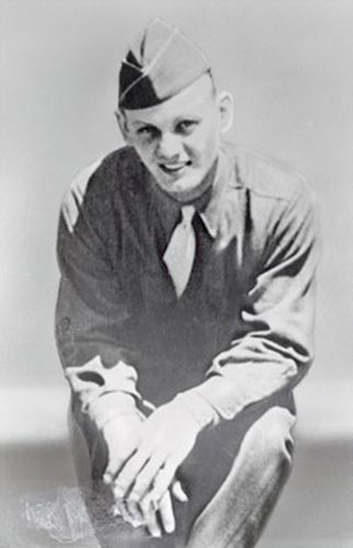 31 Jan 45: US Army Private Eddie Slovik is executed by firing squad for desertion, the only one since the American Civil War. Although over 21,000 American soldiers were given varying sentences for desertion during World War II, including 49 death sentences, Private Edward Donald Slovik's was the only death sentence carried out. #WWII #History