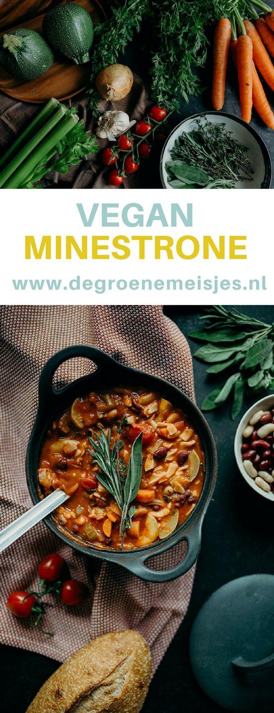 Gezond recept voor vegan minestrone soep. Perfect voor koude dagen. Met o.a. pasta, courgette, passata, wortels, bonen en meer. #soep #minestronesoup #vegan #veganfood #veganrecipes