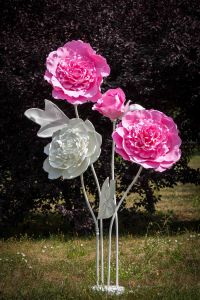 Композиция из гигантских цветов