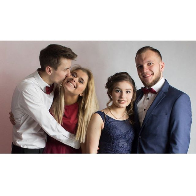 I kolejny #throwback   .  .  .  .  _____________________  #piekniimlodzi #studniówka #prom2018 #couplegoals #together #friends #fun #smile #happiness #bestoftheday #polishgirl #polishboy #polskadziewczyna #lifestyle #fashion #l4l #f4f #follow http://ift.tt/2nZaJ0E