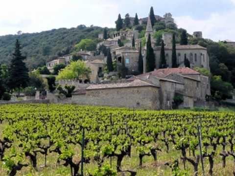 Sans texte.  Horrible musique a eteindre avant de montrer les images. ▶ Les plus beaux villages de France - YouTube