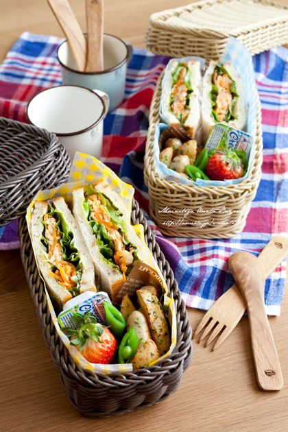 Sandwich basket lunch. Great picnic idea!