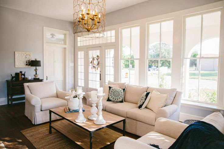 Living room hgtv 39 s fixer upper magnolia homes for Find and design tv show