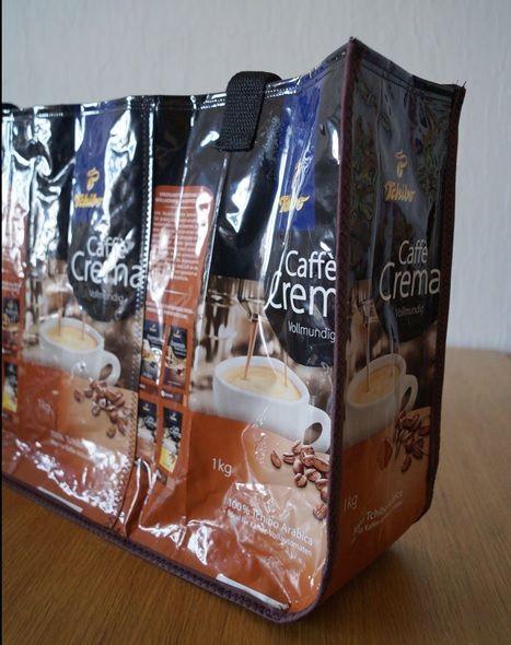 Ganz lange habe ich schon vorgehabt, eine Tasche aus recycelten Kaffeetüten zu machen.  Ich habe ein paar Anleitungen dazu im Netz gefunden,...