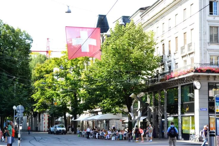 9+1 Favorite Shopping Districts: Bahnhofstrasse, Zurich