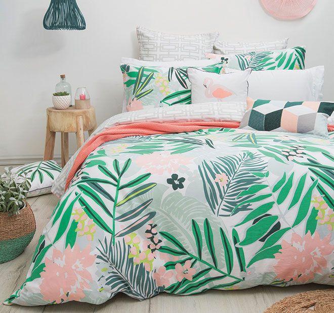 Une ambiance tropicale dans la chambre ! http://www.m-habitat.fr/par-pieces/chambre/quel-style-de-deco-pour-une-chambre-2735_A #chambre #tropicale #déco