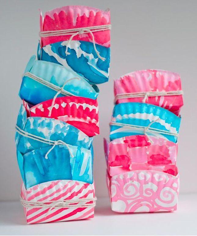 Food-safe dye transforms ordinary paper plates into stylish baskets.