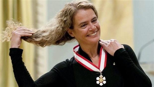Kanada'nın yeni Valisi 6 dil konuşan, müzisyen, sporcu, astronot bir süper kadın