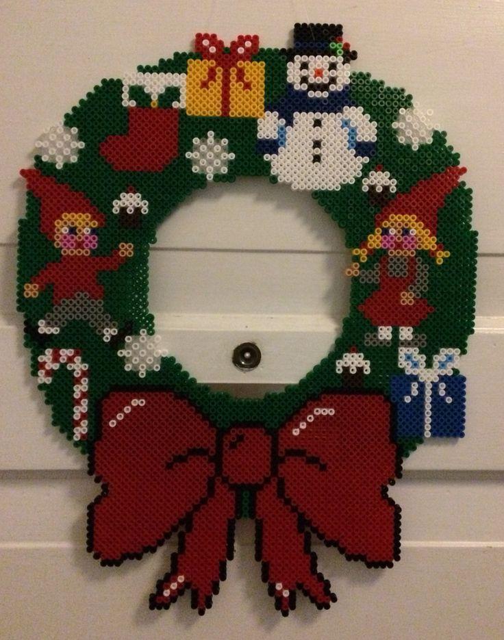 Made by Bostrup  Julekrans med juleting, nisser, gaver, snemand og julesok