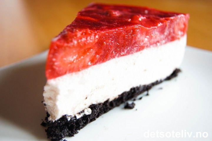 Ostekake med oreobunn og jordbær | Det søte liv
