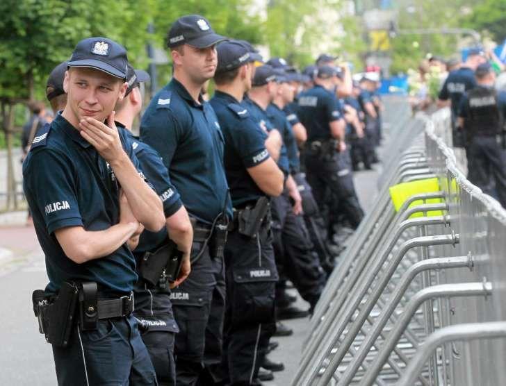 Policja podczas protestów wokół Sejmu