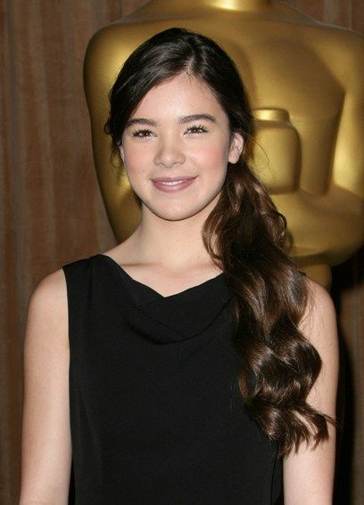 Hailee Steinfelds low, ponytail hairstyle