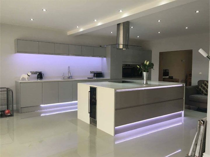 Kitchen design by Howdens in Stourbridge. This is our Clerkenwell Gloss Grey kitchen range with a granite worktop. Perfect for a modern look. Contact your builder or local depot for more details.