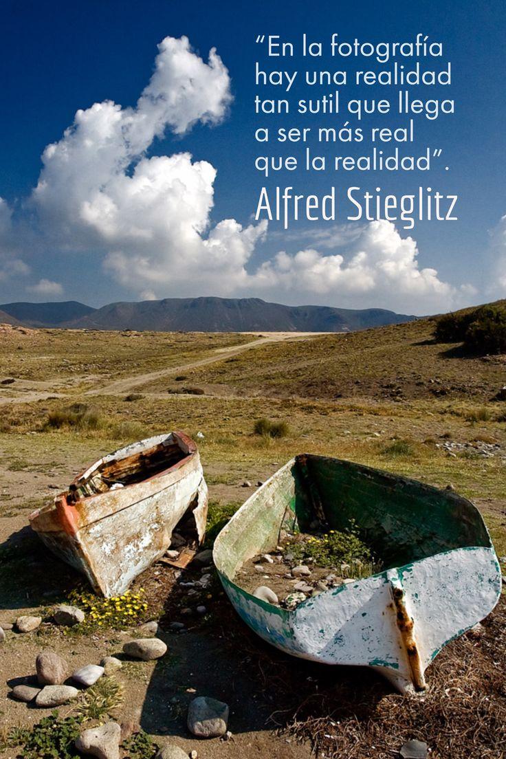 """Alfred Stieglitz. """"En la fotografía hay una realidad tan sutil que llega a ser más real que la realidad""""."""