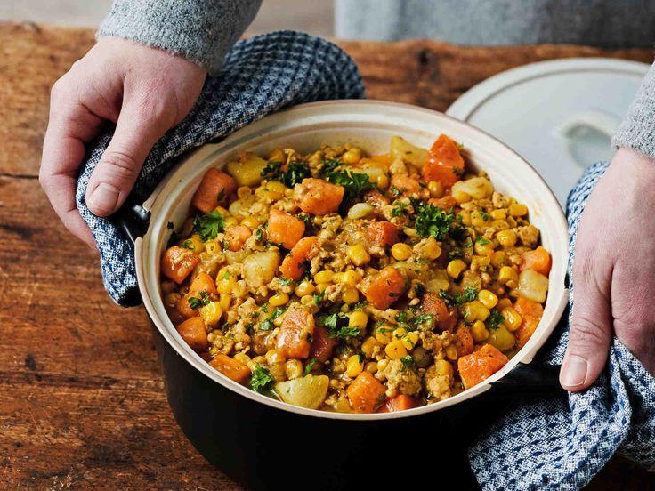 Lempeän mausteinen broileri-kasvispata maistuu myös taaperoille. Kata pöytään chilikastiketta potkuksi aikuisten annoksiin.