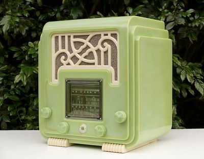 This fantastic authentic Art Deco radio has the design elements of soft Jade Green color, rounded corners and the pattern detail on the speaker.