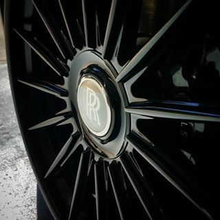 Kompression Step lip floating spoke 24in SLU-Messer for the #rollsroyce #wraith #ghost #phantom. For sales on Kompression products contact direct or DM  Photo @imagedetailing