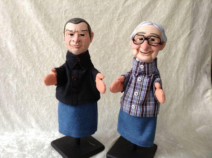 Twee kleine klassieke handpoppen gemaakt in opdracht van Warner Bros Belgium voor het programma Sorry voor alles op een. Karikaturen van Adriaan Van den Hoof en Wilfried.