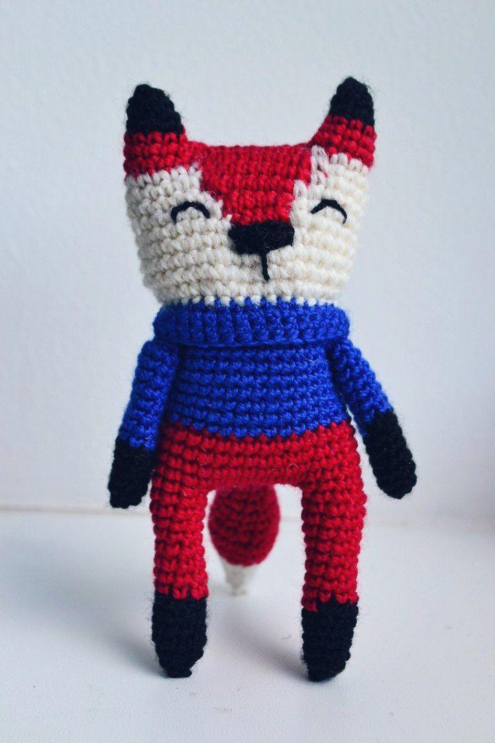 Лисичка в свитере  #handmade #амигуруми #amigurumidoll #ручнаяработа #лиса #лисичка #свитер #МК  размер: 8 см; материал: акрил, шерсть; наполнитель: холлофайбер  стоит самостоятельно, опираясь на хвостик  создана по МК Лисичка. Тардис. Три клубка., за что ей огромное человеческое спасибо :)   в дальнейшем планирую сделать еще несколько лисичек в разных цветовых решениях. эта получилась очень патриотичной ^_^
