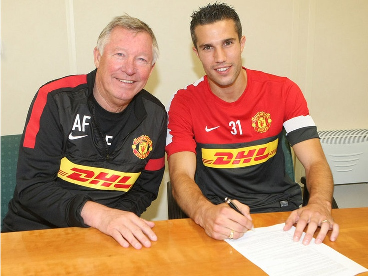 Van Persie: Signs on the dotted line