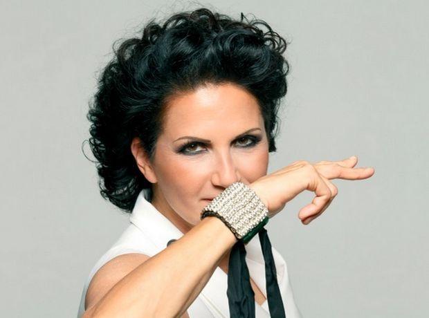 Άλκηστις Πρωτοψάλτη: 15 τραγούδια που έδειχναν ότι θα γίνει υπουργός - Δέσποινα Δημά | Ladylike.gr